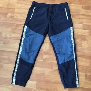 American Eagle Outfitters Pants - American Eagle Joggers size M smoke free home